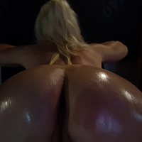 leilahot69 oiled girl 2